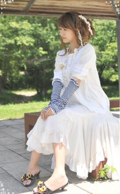 More Mori Girl inspired images at MonMonMori Romantic Clothing, Romantic Outfit, Mori Mode, Forest Fashion, Mori Style, Mori Girl Fashion, Forest Girl, Ethereal Beauty, Country Fashion