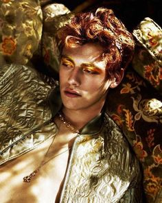 Portrait Photography Inspiration : this looks like simon Story Inspiration, Character Inspiration, Gold Aesthetic, Apollo Aesthetic, Fae Aesthetic, Growing Roses, Face Reference, Photo Reference, Pretty People