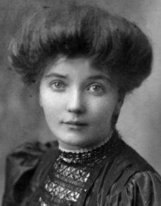 """Low Pompadour hairstyle for """"everyday wear"""" in the early 1900s. Click through to the website for more examples."""