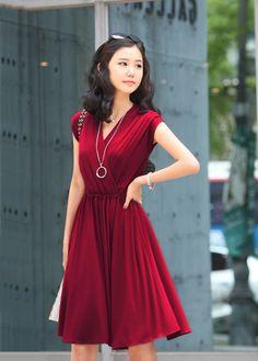 Gorgeous V Neck Sleeveless Pleated Red Knee Length Dress - USD $24.77