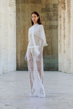 Givenchy Resort 2018 Fashion Show Collection: See the complete Givenchy Resort 2018 collection. Look 2 Style Couture, Couture Fashion, Runway Fashion, Fashion Beauty, Fashion Looks, Fashion 2018, Fashion Week, Givenchy Women, Givenchy Paris