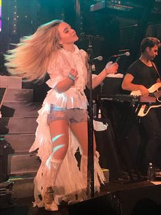 Sabrina Carpenter Killing the Detour 2017 with the outfit and hair flip. // @sabaribello