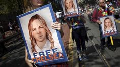 """Der scheidende US-Präsident Barack Obama hat die 35-jährige Haftstrafe für die Whistleblowerin Chelsea Manning deutlich verkürzt. Wie das Weiße Haus mitteilte kommt die frühere Wikileaks-Informantin am 17. Mai aus dem Gefängnis frei. WikiLeaks twitterte """"Sieg""""."""