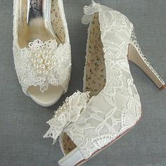 Vintage Style Lace Wedding Shoe - shoes