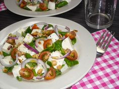 Salade met mozzarella, tomaten en veldsla