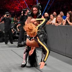 Six days before their Winners Take All battle against Baron Corbin and Lacey Evans at WWE Extreme Rules, the Universal Champion and the Raw Women's Champion square off against SmackDown LIVE Wild Cards. Wwe Seth Rollins, Seth Freakin Rollins, Wwe Pictures, Wwe Photos, Becky Lynch, Roman Empire Wwe, Becky Wwe, Wwe Couples, Rebecca Quin