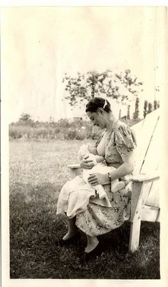 Nursing Right outside in the middle of nature.  Nursing Outside | Community Post: 25 Historical Images That Normalize Breastfeeding