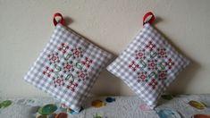 Chicken Scratch Patterns, Chicken Scratch Embroidery, Pot Holders, Hand Stitching, Gingham, Baby, Cross Stitch, Sewing Patterns, Swiss Dot