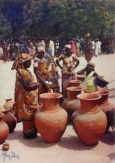 Pottery-at-the-market-Cameroon