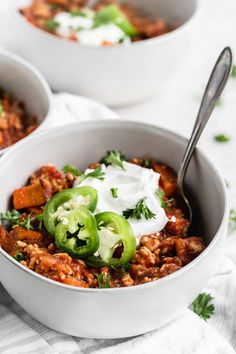 Warm & Cozy Healthy Sweet Potato Turkey Chili - The Fit Peach Turkey Recipes, Lunch Recipes, Healthy Dinner Recipes, Fall Recipes, Thanksgiving Recipes, Cooking Recipes, Chili Ingredients, Sweet Potato Chili, Healthy Meal Prep