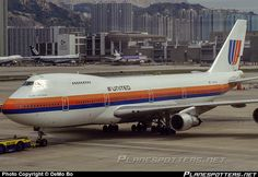 United Airlines Boeing in kai tak Commercial Plane, Commercial Aircraft, British Airline, Boeing 727, Jumbo Jet, Passenger Aircraft, Air Photo, Vintage Air, Platform