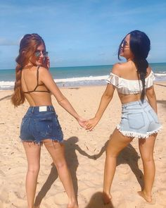 How to Take Good Beach Photos Best Friend Pictures, Bff Pictures, Beach Pictures, Friend Tumblr, Beach Vibes, Videos Instagram, Roche Posay, Foto Casual, Jolie Photo
