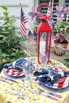 Patriotic Tablescape from Between Naps on the Porch. Perfect for Memorial Day celebrations! 4th Of July Cake, Fourth Of July Decor, 4th Of July Celebration, 4th Of July Party, July 4th, 4th Of July Wreath, Labor Day Decorations, Patriotic Decorations, Holiday Decorations