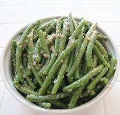 Green Beans with Mustard Vinaigrette - OrnaBakes. Healthy, make-ahead alternative to Green Bean Casserole. 2 WW PP per serving. Vegetable Dishes, Vegetable Recipes, Recipe For A Happy New Year, Ww Recipes, Healthy Recipes, Detox Recipes, Simply Filling, Green Bean Casserole, Healthy Oils