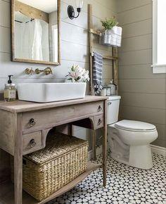 Bom dia!! Olha que banheiro cheio de charme #decor #decoração #banheiro…