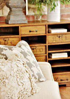 living-room-design-ideas-flower-pillow