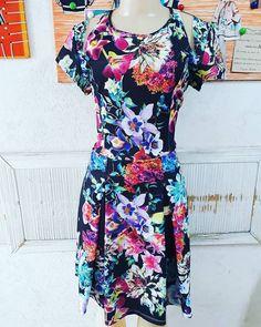Vestido floral com transparência nos ombros que deixa a peça ainda mais descontraída.  #Expressão / Tam:M R$8900  #brechócamarimtododianovidade  #brecho.