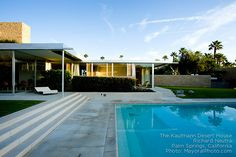 Richard Neutra's iconic home in Palm Springs Chinese Architecture, Modern Architecture House, Futuristic Architecture, Amazing Architecture, Architecture Design, Richard Neutra, Frank Lloyd Wright, Desert House, Palm Springs Houses