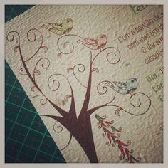 Passarinhos e árvore no convite de casamento