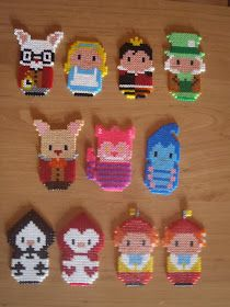 Alice in Wonderland characters hama beads by nanafieltro Perler Bead Designs, Easy Perler Bead Patterns, Diy Perler Beads, Perler Bead Art, Hama Disney, Hama Beads Disney, Hamma Beads 3d, Pearler Beads, Fuse Beads