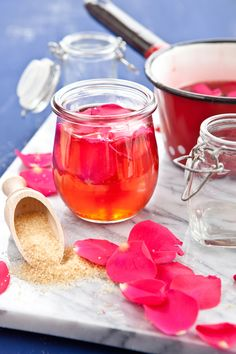 16 Delicious Flower Jelly Recipes You won't believe how many edible flowers can be made into a d Jelly Recipes, Jam Recipes, Canning Recipes, Curry Recipes, Recipes Dinner, Cooker Recipes, Canning Food Preservation, Preserving Food, Homemade Jelly