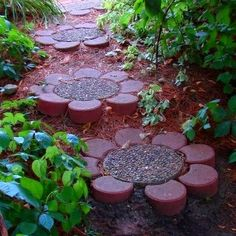 Beautiful garden stepping stones {Think I need to do this..they make me smile}