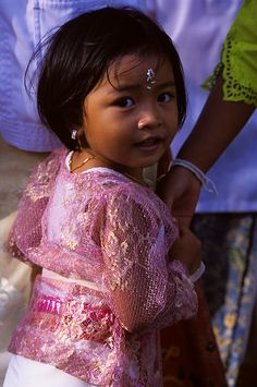 Balinese girl in temple dress - the kids are just so darned cute when they're all dressed up!