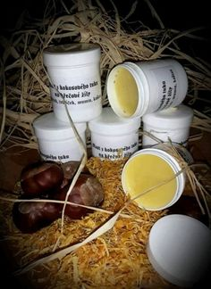 Kaštanová mast na křečové žíly a lymfatické otoky. 20 kaštanových plodu nastrouháme nebo nakrájíme na tenké plátky, vložíme do nerezového hrnce, zalijeme cca 300ml olivového oleje a při 80 stupních necháme luhovat po dobu 3 hodin. Do druhého hrnce dáme 300g kokosového tuku (nebo kakaového tuku či bambuckého másla), přidáme hrst sušeného řebříčku, hrst měsíčku,… Kitchen Herbs, Homemade Cosmetics, Atkins Diet, Soap Recipes, Natural Cosmetics, Herbal Tea, Homemade Beauty, Health And Wellbeing, Body Care