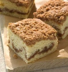 Starbucks Coffee Cake - Each slice has a layer of cinnamon streusel swirled within it and a crumble top that deliciously balances sweet cinnamon spice with crunchy goodness. Starbucks Classic Coffee Cake recipe will thrill your pastry taste buds. Starbucks Coffee Cake Recipe, Classic Coffee Cake Recipe, Starbucks Recipes, Starbucks Pastries, Sour Cream Coffee Cake, Cinnamon Streusel Coffee Cake, Crumb Coffee Cakes, Cinnamon Spice, Side Dishes