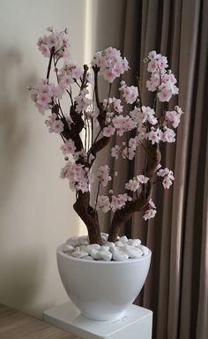 De prijs van deze bloesemboom is € 150,- inclusief bloempot. De bloesemboom is eventueel ook zonder bloempot te bestellen voor € 125,-. Deze prachtige bloesemboom is met de hand in onze eigen werkplaats gemaakt. De bloesempjes zijn door hun bewerking en kwaliteit bijna niet van echt te onderscheiden. De dikke tak is echt en heeft …