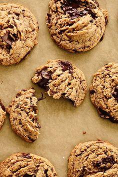 Vegan Tahini Chocolate Chunk Cookies - 1 c sugar Vegan Dessert Recipes, Healthy Desserts, Baking Recipes, Cookie Recipes, Chocolate Chunk Cookie Recipe, Biscuits, Tahini, Gateaux Cake, Healthy Cookies