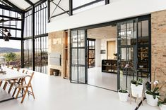 Architect Nadine Engelbrecht has designed a stunning, off-grid home in South Africa complete with a massive conservatory. Take a tour of this beautiful house. Conservatory House, Tiny House, Off Grid, Kitchen Table Chairs, Desk Chairs, Small Barns, Glass Facades, Architect House, Floor To Ceiling Windows