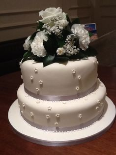 Simple 2 tier with fresh flowers on the top