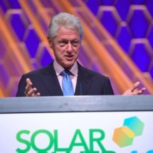 US President Bill Clintion speaking at Solar Power International Image courtesy SPI Presidential Libraries, News Highlights, Sustainable Energy, Pep Talks, Environmental Issues, Us Presidents, Renewable Energy, Words Of Encouragement, Keynote
