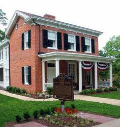 We love the McGuffey Museum in Oxford, Ohio! This was the home of renowned Miami University professor, William Holmes McGuffey. | www.gettothebc.com | Butler County, Ohio