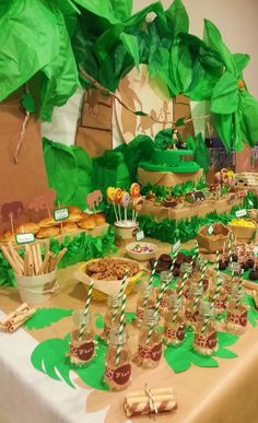 Green and brown tablescape Lion Party, Lion King Party, Lion King Birthday, Safari Birthday Party, Baby Party, Jungle Book Party, Jungle Theme Parties, Festa Jurassic Park, 2 Baby