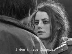 Los amigos sólo sirven para dar una ilusión de que tan bueno eres.