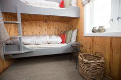 Opdalingen - Eventyrlig oppussing på Våttåhaugen Bunk Beds, Mountain, Cabin, Mansions, House, Furniture, Ideas, Home Decor, Decoration Home