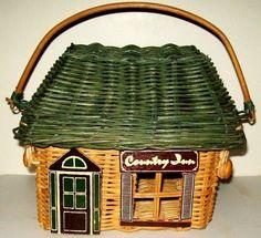 Vintage Wicker rattan country inn basket crafts sewing knitting bread basket