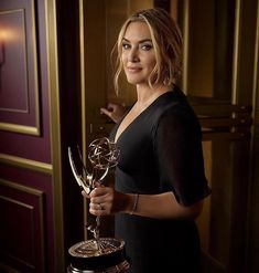The Emmys, Kate Winslet, Lady And Gentlemen, Awards, Photo And Video, Leo, Instagram, Dresses, Movies