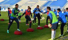 """لاعبو """"الهلال"""" يخوضون تدريبهم الرئيسي استعدادًا لمباراة…: خاض الفريق الأول لكرة القدم في نادي """"الهلال"""" تدريبه الرئيسي استعدادًا لمباراة…"""