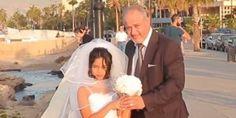 Die Braut ist erst 12 Jahre - So verzweifelt versuchen Flüchtlinge ihr Überleben zu sichern Die Braut ist erst 12 Jahre - So verzweifelt versuchen Flüchtlinge ihr Überleben zu sichern The Huffington Post  |  von Dr. Gunda Windmüller Veröffentlicht: 09/12/2015 15:59 CET   Das kleine Mädchen ist erst 12 Jahre alt. Aber sie trägt bereits ein Brautkleid. Lippenstift auf dem Mund einen Schleier im Haar und einen Blumenstrauß in der Hand. Neben ihr steht ihr zukünftiger Ehemann. Er ist fünfmal so…