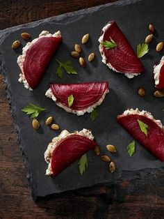 beetroot foldovers with blue cheese + dates + greek yogurt + pumpkin seeds delicious food Blue Beetroot Fold-Overs Appetisers, Food Design, Design Ideas, Appetizer Recipes, Party Recipes, Canapes Recipes, Gourmet Appetizers, Skewer Appetizers, Indian Appetizers