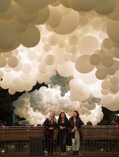 Charles Pétillon Fills Covent Garden Market With 100,000 White Balloons - http://decor10blog.com/decorating-ideas/charles-petillon-fills-covent-garden-market-with-100000-white-balloons.html