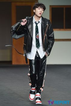 Kang Seungyoon models for BEYOND CLOSET 비욘드 클로젯 2015 S/S Collection @ Seoul Fashion Week #sfw #seoulfashionweek #서울패션위크