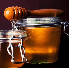 """Natural Remedies: Honey Warning not opinion free. Honey is a widely under-utilized antibiotic (it's not really an """"antibiotic"""" it is Natural Honey, Raw Honey, Pure Honey, Honey Food, Golden Honey, Local Honey, Honey Diet, Natural Face, Natural Home Remedies"""