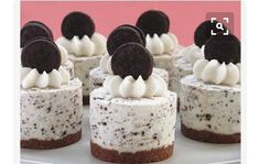 Oreo Cookies and Cream No-Bake Cheesecake ~ An adult dessert gets some kid lov'n with an Oreo crush. Desserts Oreo Cookies and Cream No-Bake Cheesecake Cookies And Cream Cheesecake, No Bake Oreo Cheesecake, Cheesecake Factory Recipes, Baked Cheesecake Recipe, Key Lime Cheesecake, Caramel Cheesecake, Raspberry Cheesecake, Best Dessert Recipes, Snacks