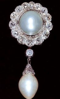 The Cambridge Pearl Pendant Brooch. Originally belonged to Princess Augusta, Duchess of Cambridge, inherited by Princess Mary Adelaide, Duchess of Teck, and then by Queen Mary. The Queen inherited it in 1953.