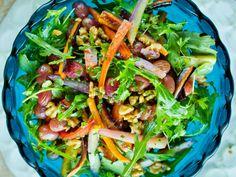 Varm salat med bakte gulr�tter og druer Meny