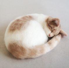 【オーダー作品】アメショー手乗り 骨格を考えながら肉付けしていくのがポイントです。 の画像|ネコ作りの現場から~横山まゆみのリアルで可愛い羊毛フェルト猫